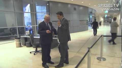 Abgeordnetenkorruption - Politiker flüchten vor Reporter