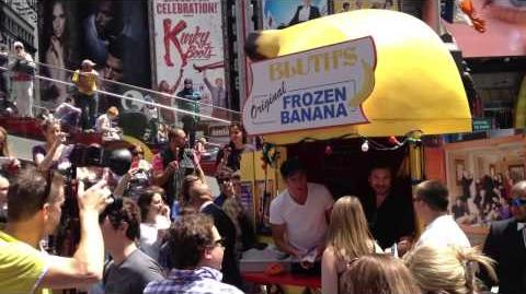 2013-05-16 Arrested Development Banana Stand
