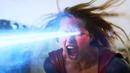 Supergirl dispara un rayo de visión de calor hacia Red Tornado.png