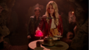5x20 Emma Swan Killian Jones test cœur enchanté Enfers balance véritable amour jaquette rouge.png