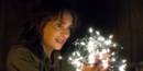 Joyce Byers con luci (Luci natalizie).png
