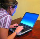 1024px-Woman-typing-on-laptop2.jpg